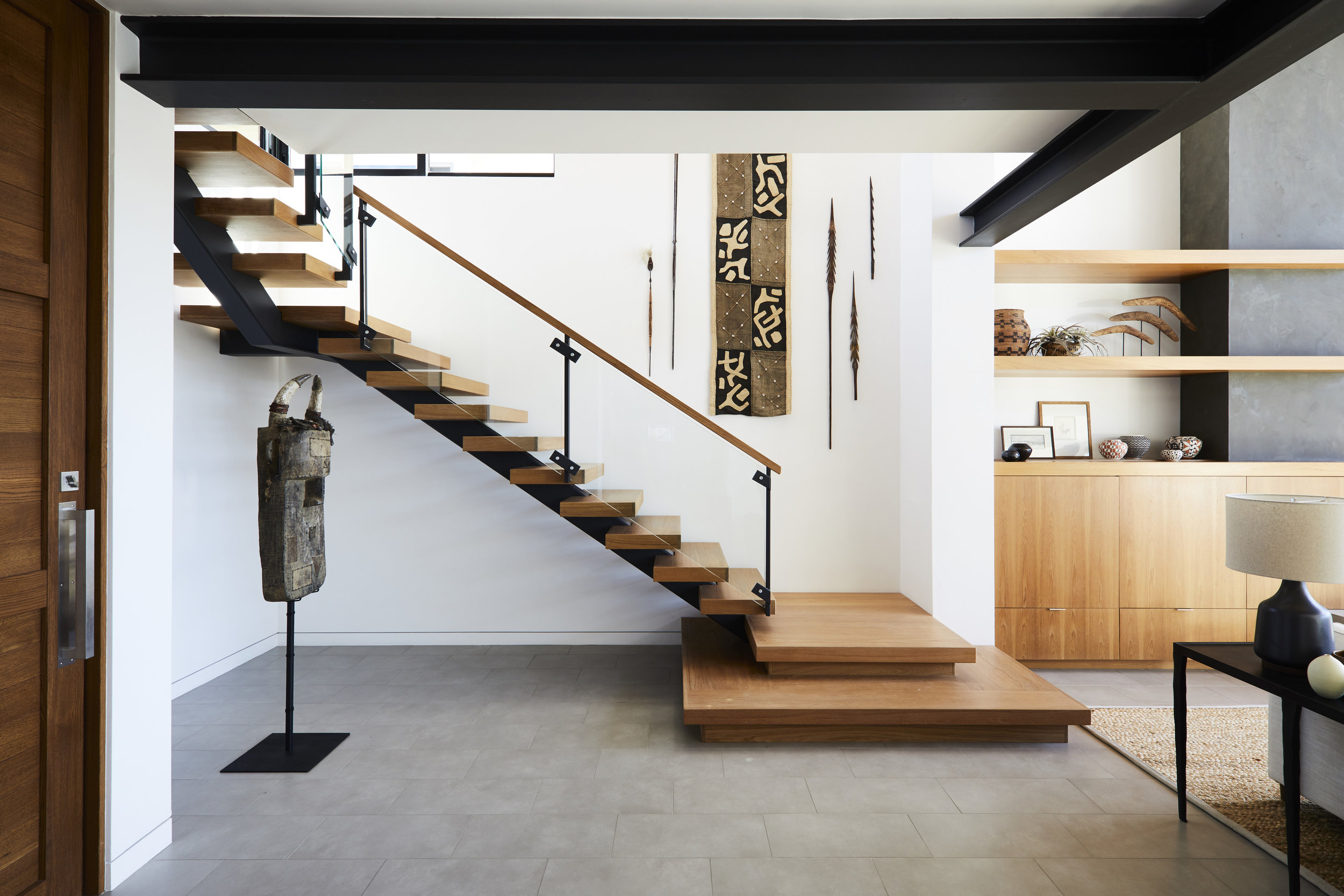 Chic Ways To Decorate Your Staircase Wall: Blank Walls: 6 Things To Fill Your Walls With