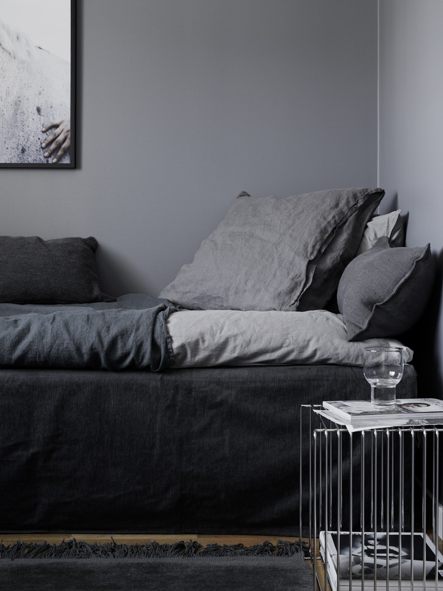 Black Bedrooms: Can They Really Help You Sleep Better ...